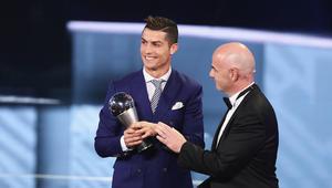 """رونالدو يتوج بجائزة """"The Best"""" ويتفهم عدم حضور برشلونة"""