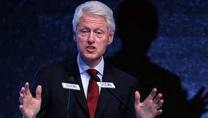 الرئيس الأمريكي الأسبق بيل كلينتون خلال مشاركته في أحد المؤتمرات