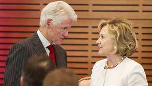 هيلاري وبيل كلينتون خلال مشاركتهما في أحد النشاطات