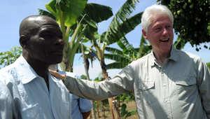 كلنتون في زيارة لأحد المزارع في هاييتي