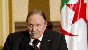 """الجزائر تستدعي السفبر الفرنسي بسبب وثائق بنما وتعتبر الحديث عن بوتفليقة """"قذفًا"""""""