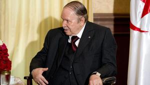 بوتفليقة يدعو علماء الجزائر إلى تجنيد الشعب لأجل تجاوز الأزمة المالية
