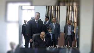 بدء التصويت في الجزائر وبوتفليقة يدلي بصوته على كرسي متحرك