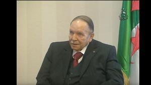 بوتفليقة يكذب إشاعات وفاته ويظهر في تقرير على التلفزيون الجزائري