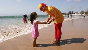 حظر البوركيني يتزايد في الشواطئ الفرنسية.. ووزيرة حقوق المرأة تؤيّد القرار