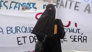 صورة لاحتجاجات سابقة على قرار منع النقاب