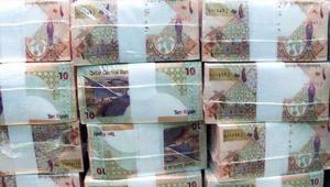 خبير مالي لـCNN: الريال القطري بدأ يستقر.. وضعف الدولار يفيد اقتصادات دول الخليج