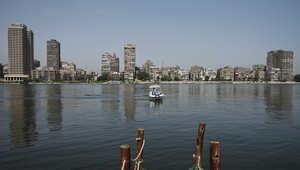 """حكومة مصر تفرض ضريبة """"مؤقتة"""" على الأغنياء وتقلص التمثيل الخارجي"""