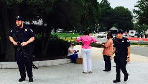 """أول """"احتجاج"""" من نوعه.. سرب من آلاف النحل يحتل مدخل الكونغرس"""