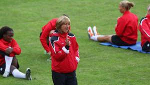نساء هزمن الرجال في أرفع مناصب كرة القدم