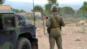 جندي عند أحد سفوح جبل الشعانبي
