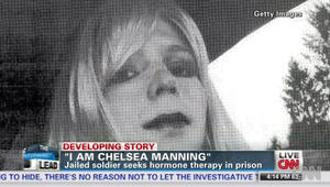"""الجندي الأمريكي مسرّب """"ويكليكس"""" الذي يُعرف الآن بـ""""تشيلسي"""".. يغرد من السجن بعد محاولته الانتحار: أنا بخير"""