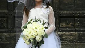 خطبة أم تزويج.. طفلة بلباس العروس في حفل شمال المغرب