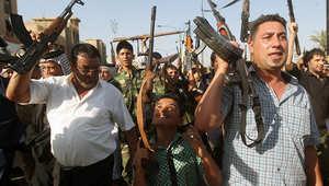 عراقيون يحملون السلاح استعدادا لقتال عناصر داعش