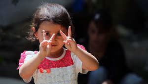 يجند التنظيم المتشدد الأطفال للقتال ويقوم بتعليمه كيفية استخدام السلاح