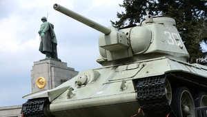 نصب تذكاري لدبابة سوفيتية في مدينة برلين الالمانية