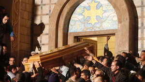 مشيعون لجنازة مسيحي قتل انفجار قنبلة بكنيسة في الاسكندرية. 1 يناير/ كانون الثاني 2011