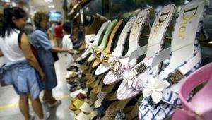 تقرير: السلع المزورة تأتي أساسًا من الصين وأسواق دول عربية حاضرة في هذا النشاط