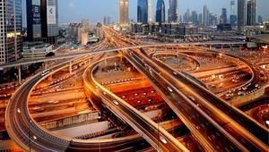 حكومة دبي: أنفقنا 25 مليار دولار على تطوير الطرق والنقل