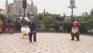 شاهد.. شخصيات ديزني الشهيرة ترقص تاي تشاي