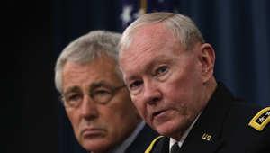 رئيس هيئة الأركان الأمريكية المشتركة وعلى يمينه وزير الدفاع