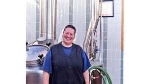 تحظى الأخت دوريس في دير مولرزدورف، والذي يعود للقرن 12 والكائن في مرتفعات ولاية بافاريا، بإحساس وخبرة مميزين في صنع الجعة منذ 40 عاماً