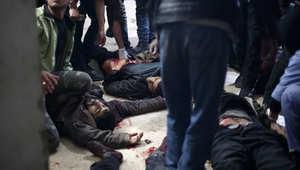 شاهد بالصور.. عشرات القتلى ودمار واسع بدوما قرب دمشق بعد ساعات على نفي الأسد استخدام براميل متفجرة