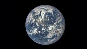 ما الذي دار حول الأرض 100 ألف مرة؟