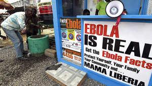 ملصقات علقت في ليبيريا تحذر من خطر إيبولا