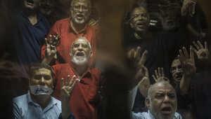 """مصر.. ما هي أسباب إلغاء إعدام بديع بـ""""غرفة عمليات رابعة""""؟"""