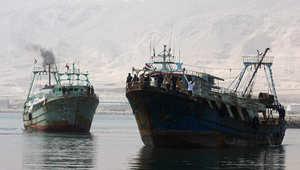 """البحرية التونسية تحتجز """"أبو أشرف"""" على متنه 16 مصرياً"""