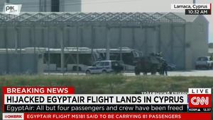 شاهد بالصور: استنفار أمني ومدرعات وعربات شرطة تحيط بالطائرة المصرية المخطوفة بقبرص