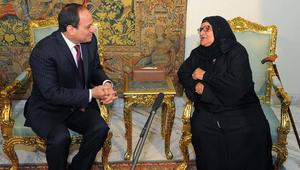 """سيدة مصرية تتبرّع بكل ثروتها لصندوق ''تحيا مصر''.. والسيسي """"يسقيها الشاي"""" بنفسه"""
