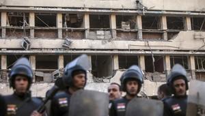 الشرطة المصرية تطوق مبنى مديرية أمن القاهرة بعد التفجير