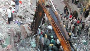 مصر: 11 قتيلا وعدد من المصابين بانهيار مبنى سكني من 8 طوابق شرق القاهرة