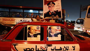 """السيسي يدعو المصريين لـ""""الثأر لضحايا الإرهاب"""" ومقربون من الإخوان يتهمونه بالتحريض على حرب أهلية"""