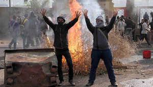 شابان مصريان مؤيدان للإخوان المسلمين خلال إحدى المظاهرات العام الماضي