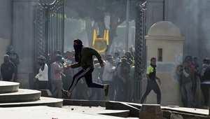 عشرات الجرحى باشتباكات وانفجارات بجامعات ومدارس مصر
