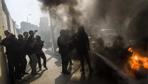 """موجة تفجيرات تستهدف المحاكم واحتجاجات """"ضنك"""" تغلق شوارع القاهرة"""
