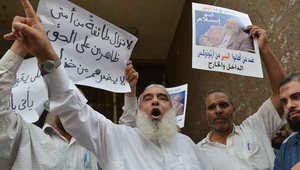 """مصر.. تأييد سجن الداعية السلفي """"أبو إسلام"""" 5 سنوات لإدانته بتمزيق وحرق الإنجيل"""