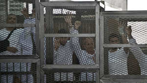 """إطلاق سراح صحفي بـ""""الجزيرة"""" والحكم بـ""""خلية الماريوت"""" 23 يونيو"""