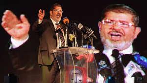 """""""إهانة القضاء"""" تقود مرسي لمحاكمة جديدة والقائمة تشمل إعلاميين وسياسيين"""