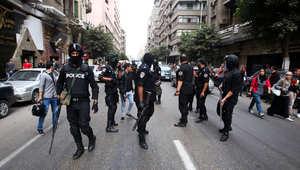مصر: مقتل شرطي ومحاولة تفجير مجمع مدارس بالعريش ومصادمات بالقاهرة