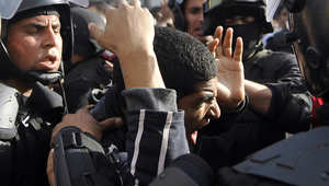 """أجواء قضية """"خالد سعيد"""" تتجدد بمصر.. """"وفاة"""" محامي بقسم المطرية حبس ضابطي شرطة والنائب العام يأمر بحظر النشر"""