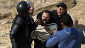 """مصر.. """"وفاة جماعية"""" لـ3 محتجزين والسلطات تعتبرها """"طبيعية"""""""