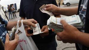 تراجع جديد للجنيه المصري أمام الدولار لليوم الثاني ومبيعات الأجانب ترتفع بالبورصة