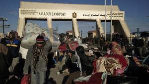 """مصر تغلق منفذ """"السلوم"""" حتى إشعار آخر وضبط 151 بينهم 6 سودانيين حاولوا التسلل لليبيا"""