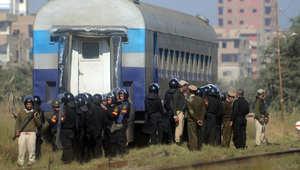 """مصر.. ضبط """"خلية تخريبية"""" ومحاولة إحراق قطار ركاب بالفيوم ولا صحة لاقتحام سجن أسوان"""