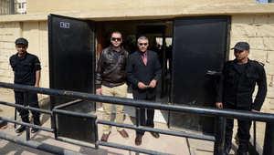 """مصر.. تأجيل محاكمة صحفيي """"الجزيرة"""" المتهمين بـ""""خلية الماريوت"""" وتغريم شهود الإثبات"""