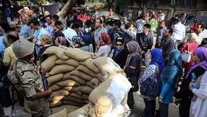 """انتخابات مصر في صحف القاهرة: عكاشة يحث الناخبين.. """"قفاكم ورم"""""""